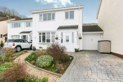3 Bedrooms Link Detached House for sale in Craigside Drive, Llandudno, Conwy, North Wales, LL30