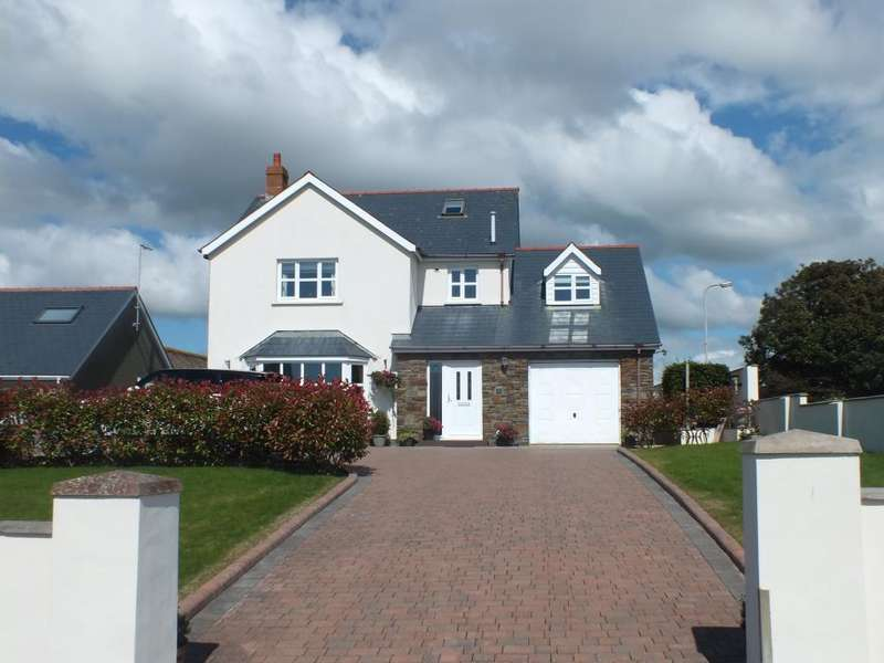 5 Bedrooms Detached House for sale in Fort Rise, Hakin, Milford Haven