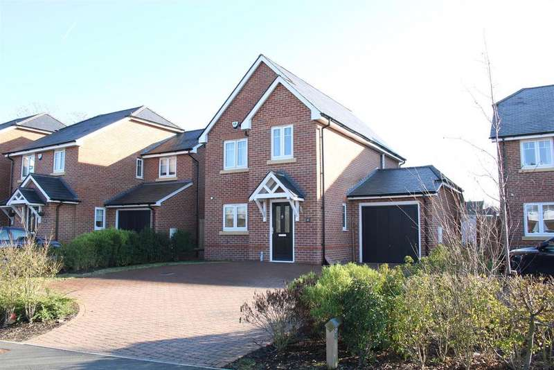 3 Bedrooms Detached House for sale in Grazeley Road, Three Mile Cross, Reading