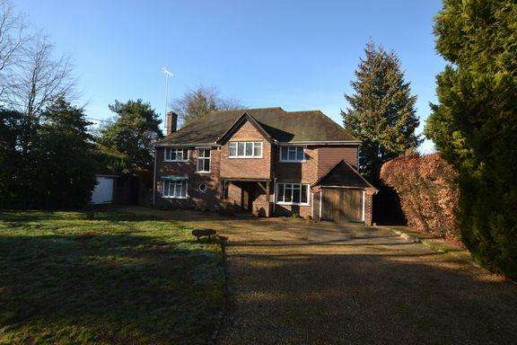 4 Bedrooms Detached House for sale in CHURCH CROOKHAM