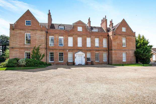 5 Bedrooms House for sale in Cobbett Hill Road, Guildford, Surrey