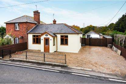 3 Bedrooms Bungalow for sale in Boreham, Chelmsford, Essex