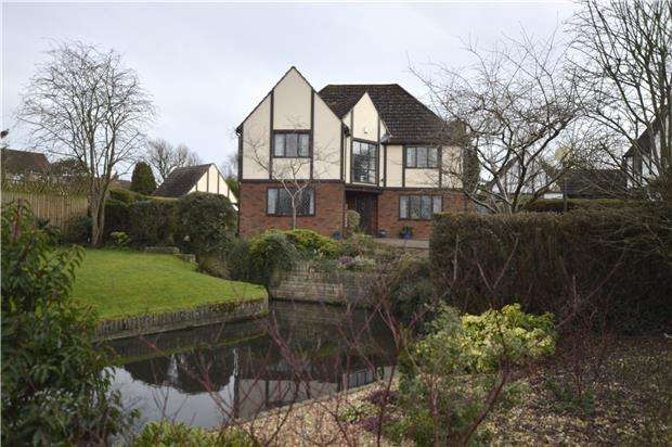 4 Bedrooms Detached House for sale in Rectory Road, Frampton Cotterell, BS362BN