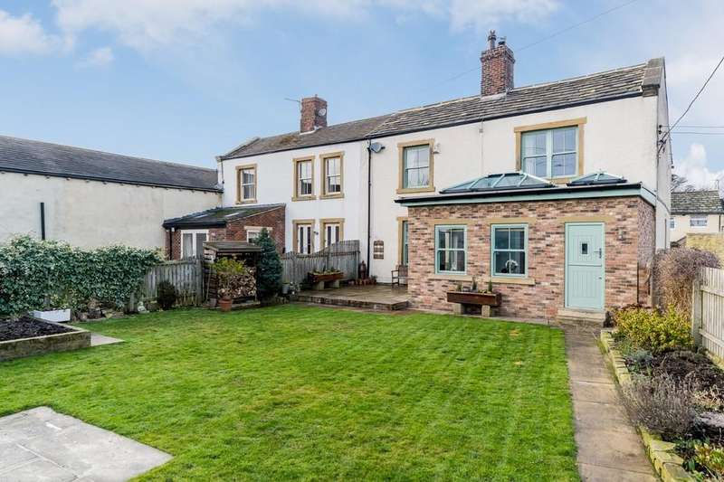 3 Bedrooms Farm House Character Property for sale in Latham Lane, Gomersal