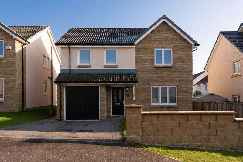 4 Bedrooms Detached House for sale in 5 Crosshill Avenue, Bishopton, PA7 5NR
