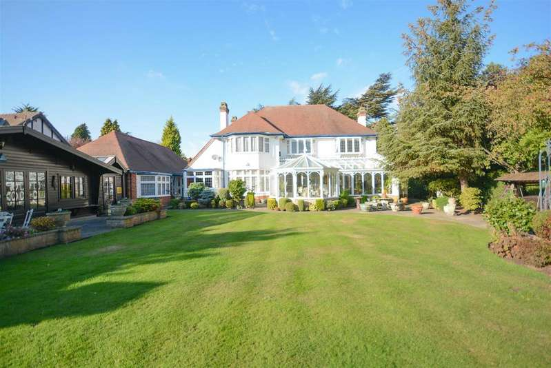 4 Bedrooms Detached House for sale in Croft Road, Edwalton, Nottingham