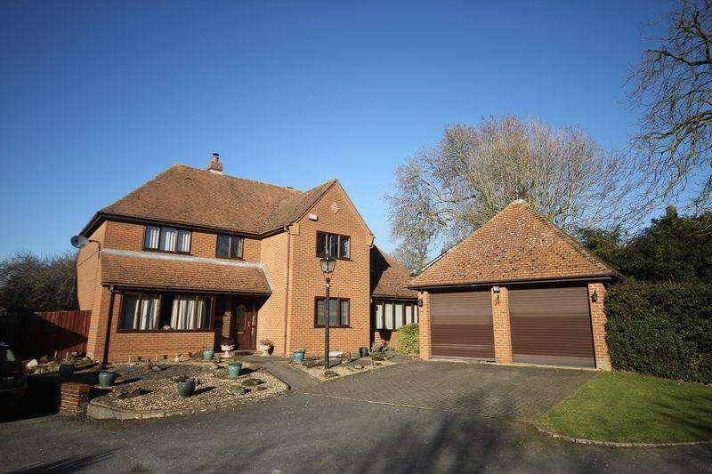 5 Bedrooms Detached House for sale in Private road, click for more details...