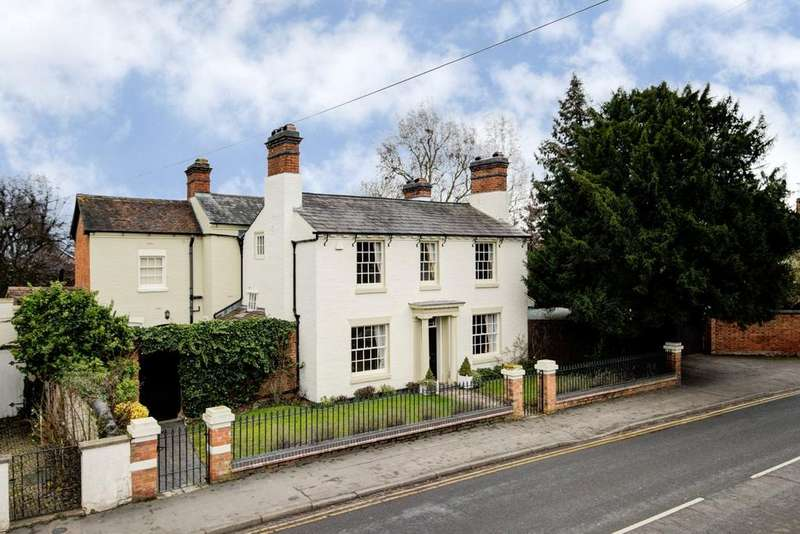 4 Bedrooms Detached House for sale in Priory Road, Alcester, B49
