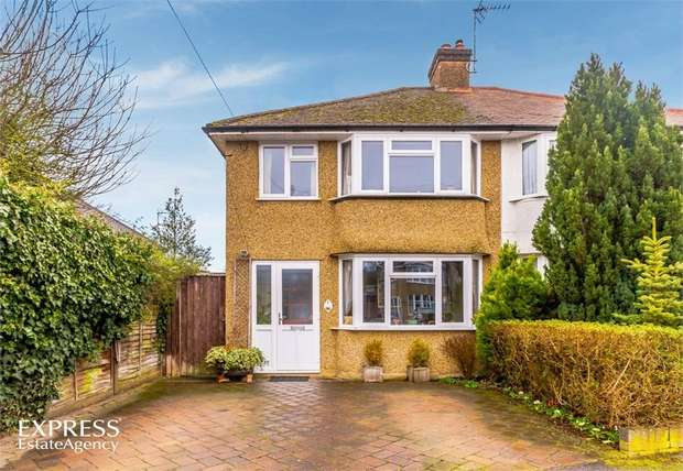 3 Bedrooms Semi Detached House for sale in Nuttfield Close, Croxley Green, Rickmansworth, Hertfordshire