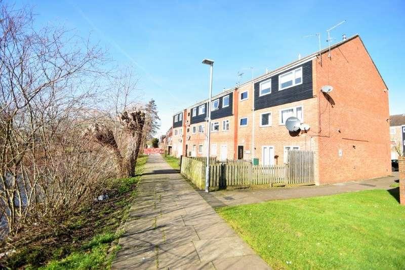 1 Bedroom Flat for sale in Rochfords Gardens, Slough, SL2
