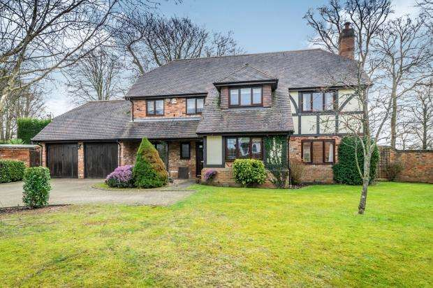 4 Bedrooms Detached House for sale in Forest Road, Colgate, Horsham