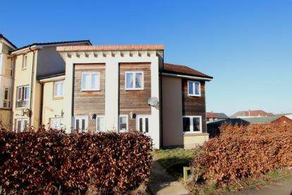 3 Bedrooms End Of Terrace House for sale in Linburn Road, Dunfermline