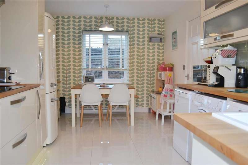 3 Bedrooms End Of Terrace House for sale in Stuart Court, Tempsford, SG19