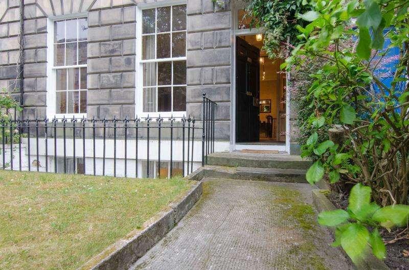 4 Bedrooms Flat for rent in Rankeillor Street, Edinburgh EH8
