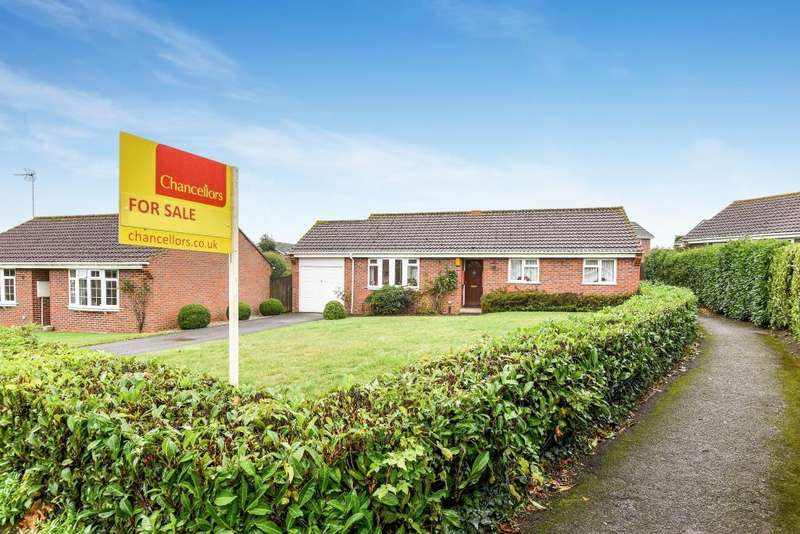 3 Bedrooms Detached Bungalow for sale in Malham Road, Thatcham, RG19