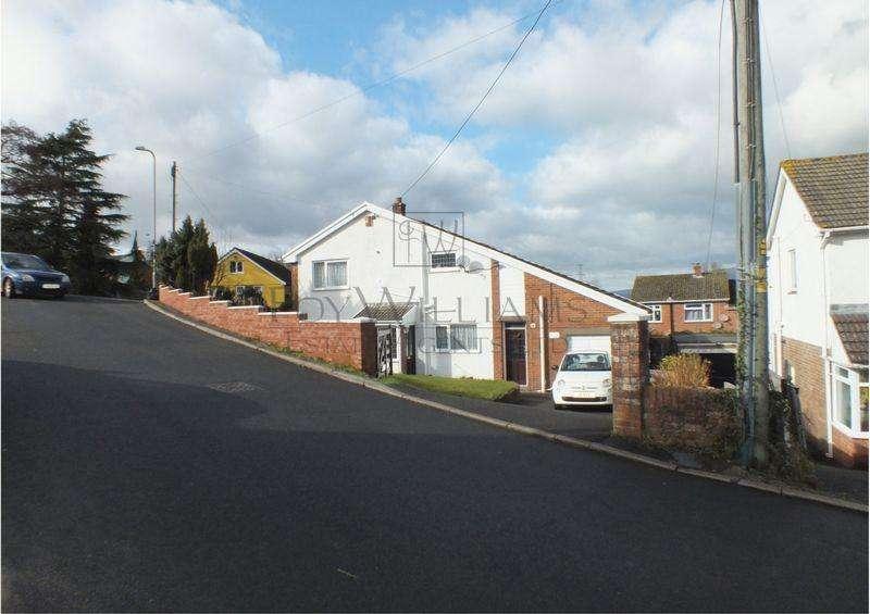 3 Bedrooms Detached House for sale in Station Road, Govilon