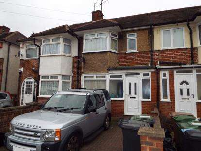 House for sale in Willow Way, Luton, Bedfordshire