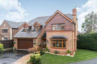 4 Bedrooms Detached House for sale in Ben Nevis Drive, Little Sutton, Cheshire, CH66
