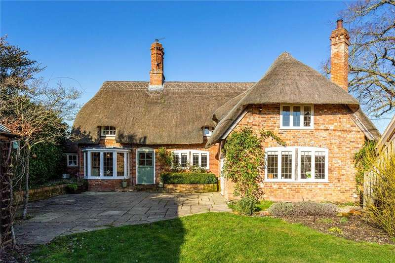 4 Bedrooms Detached House for sale in Marsh Benham, Newbury, Berkshire, RG20