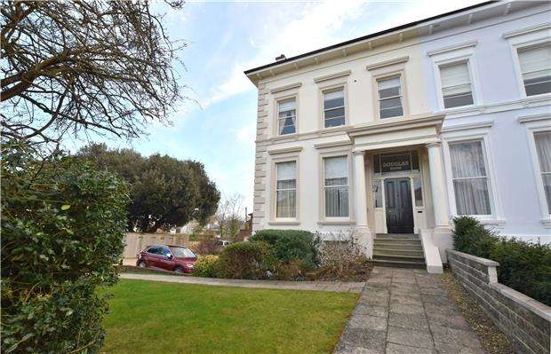 2 Bedrooms Flat for sale in Parabola Road, CHELTENHAM, Gloucestershire, GL50 3AH