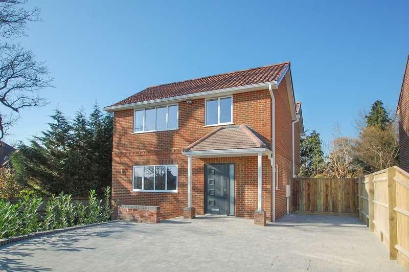3 Bedrooms Detached House for sale in Penn Meadow, Stoke Poges, SL2