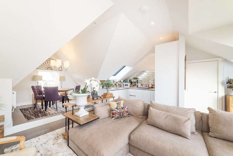 3 Bedrooms Flat for sale in Tanza Road, Hampstead, NW3