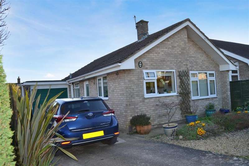 2 Bedrooms Detached Bungalow for sale in Abbeydale Crescent, Grantham