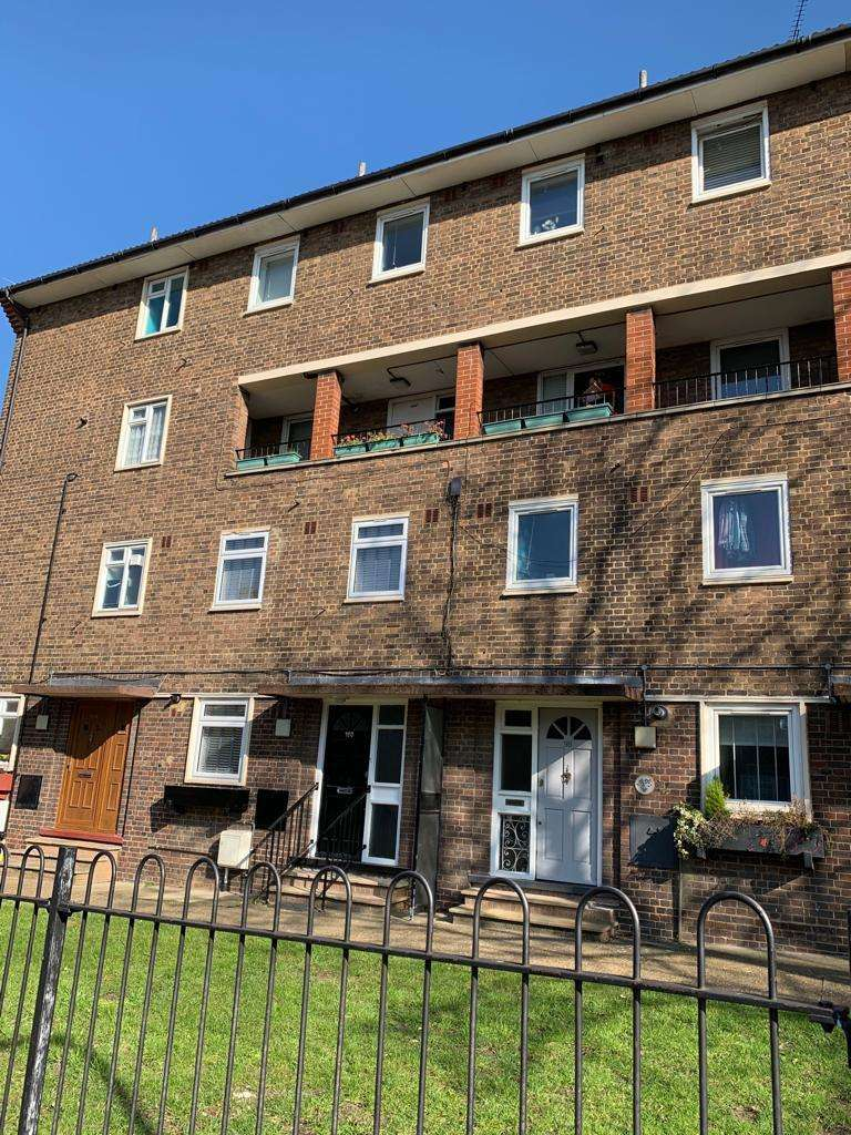 2 Bedrooms Flat for sale in Rectory Place, London, SE18