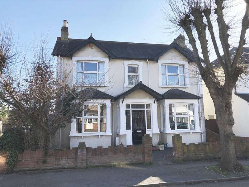 4 Bedrooms Detached House for sale in Parkland Grove, Ashford, TW15