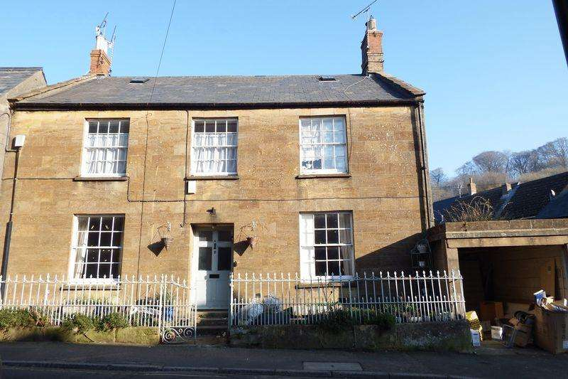 5 Bedrooms Unique Property for sale in Abbey Street, Crewkerne