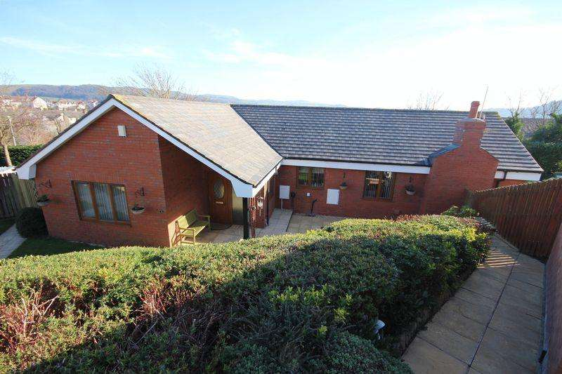 4 Bedrooms Detached Bungalow for sale in Trem y Castell, Llandudno Junction