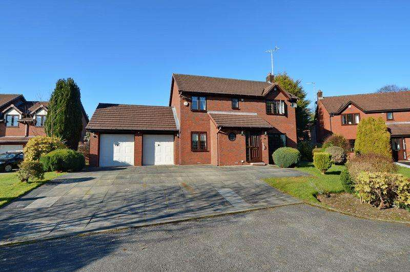 4 Bedrooms Detached House for sale in Meadway, Bury