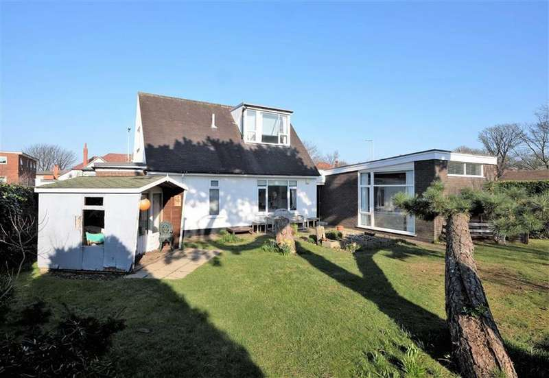 4 Bedrooms Detached Bungalow for sale in Clifton Drive, Lytham