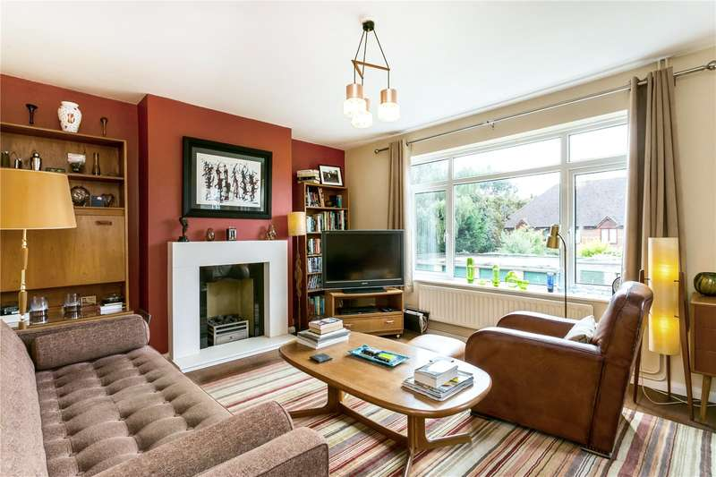 2 Bedrooms Flat for sale in Christopher House, Rosewood Way, Farnham Common, Buckinghamshire, SL2