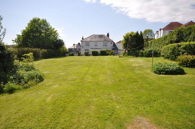 4 Bedrooms Detached House for sale in Green Trees, 2 Lon Hir, Carmarthen SA31 1SL