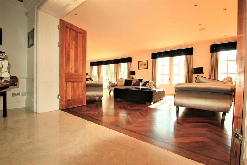 6 Bedrooms Detached House for sale in Parkstone Avenue, Hornchurch, RM11 3LS