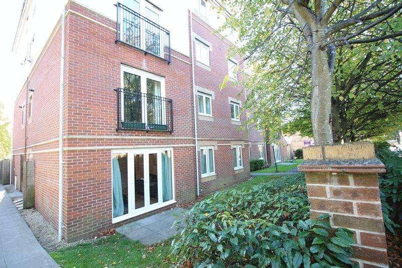 2 Bedrooms Flat for sale in West End Road, Bitterne