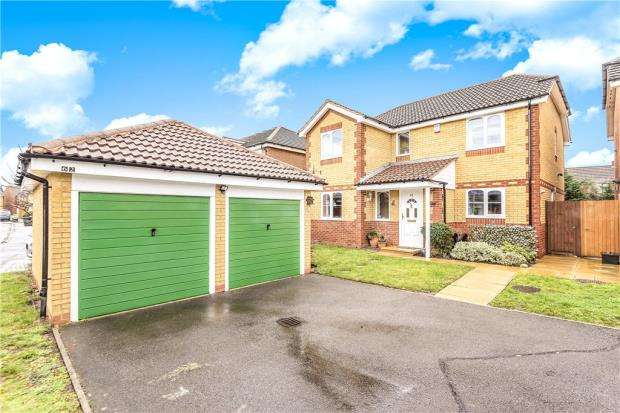 4 Bedrooms Detached House for sale in Coalmans Way, Burnham, Slough