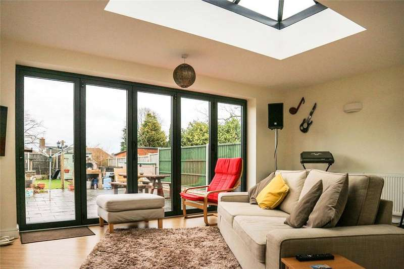 4 Bedrooms Bungalow for sale in Alcester Drive, Leicester, LE5