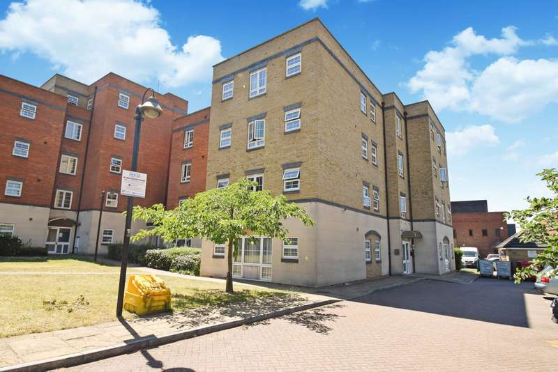 2 Bedrooms Flat for sale in Holyhead Mews, Near Burnham Station, Slough, SL1
