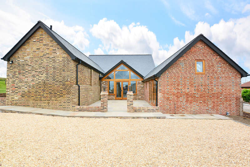 4 Bedrooms Detached House for sale in Fulfords Hill, Horsham, RH13
