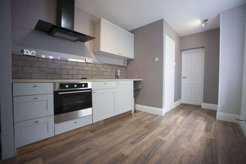 1 Bedroom Flat for sale in Two Mile Hill, Kingswood