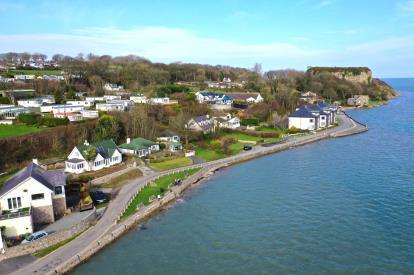 3 Bedrooms Bungalow for sale in Red Wharf, Anglesey, Sir Ynys Mon, LL75