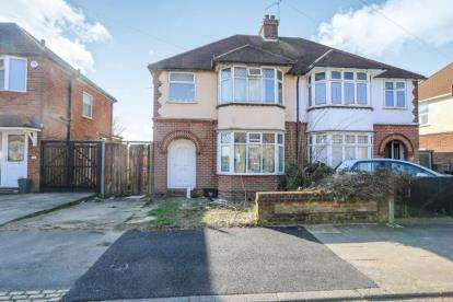 3 Bedrooms Semi Detached House for sale in Clevedon Road, Luton, Bedfordshire
