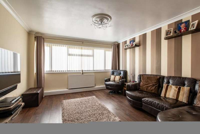 3 Bedrooms Town House for sale in Chapel Court, Swanscombe