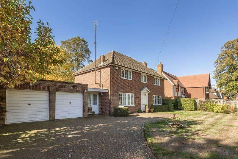4 Bedrooms Detached House for sale in Maidenhead Court Park, MAIDENHEAD, SL6
