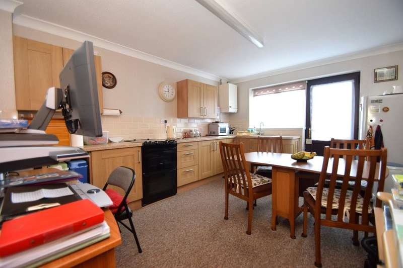 2 Bedrooms Property for sale in Twyford Avenue, Portsmouth, PO2