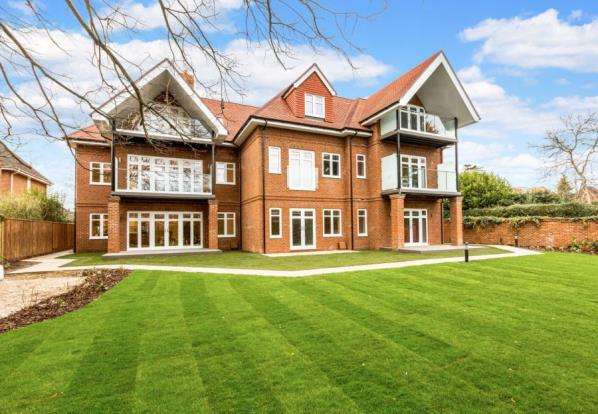 2 Bedrooms Flat for sale in Shoppenhangers Road, Maidenhead