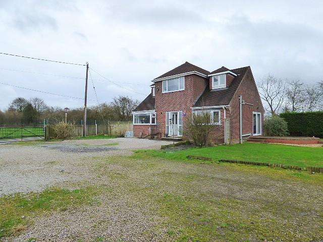 3 Bedrooms Detached House for sale in Jonathan Fold, Manchester Road, Leigh