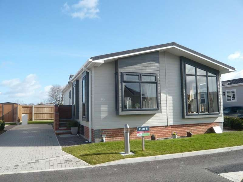 2 Bedrooms Park Home Mobile Home for sale in Orchard Park, Twigworth
